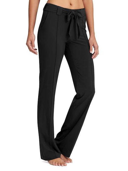 Wherever you wander, pack away this Featherweight Stretch pant in a new, wider-leg fit that can be crammed in your bag and come out looking sleek as can be.