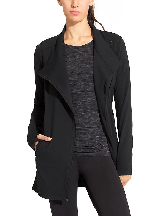 Totally versatile and made from our fitness fabric of choice, this Pilayo CYA jacket is the perfect post-practice coverup.