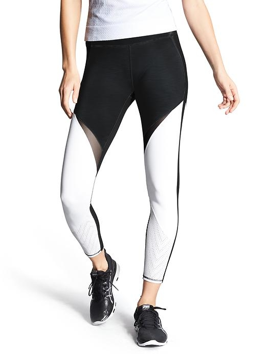 Our highest rise in premium compression fabric that wicks and breathes, with mesh piecing and the perfect 7/8 length.