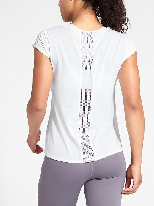 Our update to the barely-there tee adds mesh piecing so you stay cool through practice.