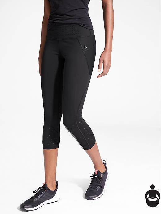 The perfect training capri with Sculptek technology for amazing shape and support in a design that's made for motion, with laser cut details for added ventilation.