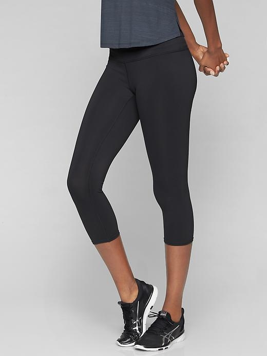 The super-sleek, wicking capri with compression fabric to give you a flattering fit for every run and training session.