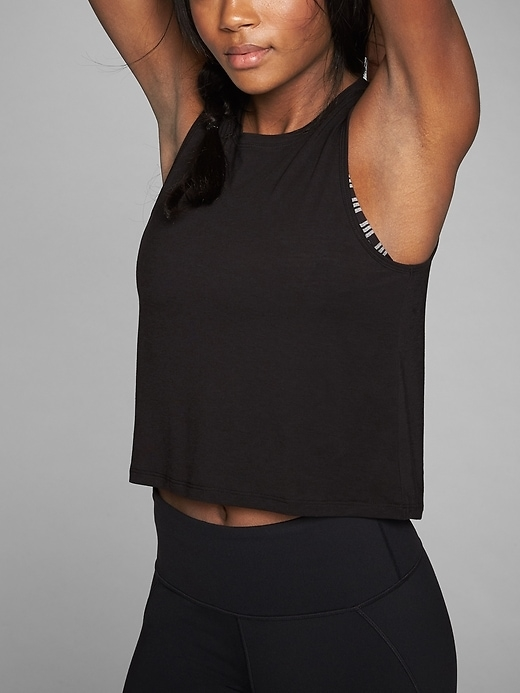 Let loose with a cropped muscle tee that defies the need to cover it all up.