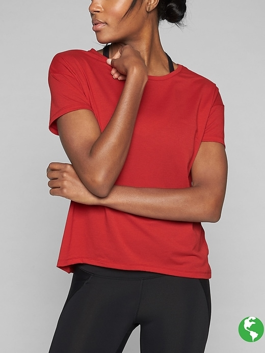 Go from hanging out to working out on the fly in this versatile gym tee that features our Unstinkable technology and UPF 50+ protection.