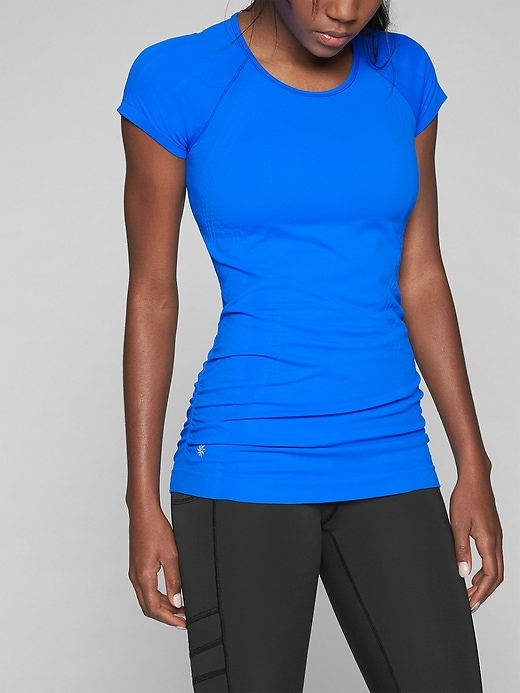 This seamless scoop-neck tee has Unstinkable technology, wicks away sweat and is rated UPF 50+-feel free to train as long as you like.