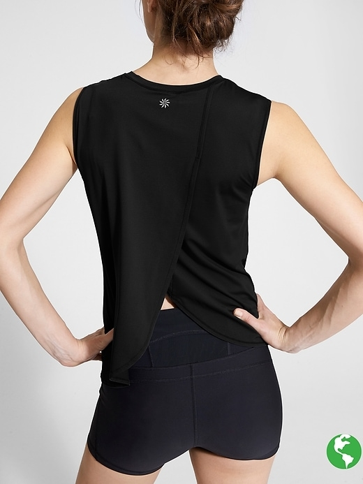 The ultimate piece to add to your sun-protection collection, this semi-fitted tank is lightweight, breathable and rated UPF 50+.