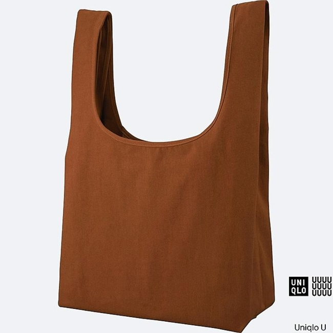 The team led by Christophe Lemaire is reinventing basics to be anything but basic. Stylishly designed tote in rugged natural canvas. Functionality and design for all. The popularly sturdy and natural texture is made of 100% cotton canvas. Light fabric makes it a great choice for both men and women. The mouth and depth of the bag make it appealing to women. The bottom gore is secured widely to for outstanding storage capacity. Design is suitable for both casual and business settings, so it's ideal for everyday use.