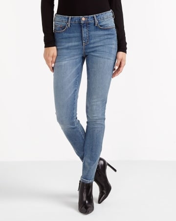 These skinny Sculpting Jeans will make you feel pretty. Featuring five pockets and a front zip, they are already a classic! Pair them with a fundamental tee and leather shoes for a great trendy look.<br /><br />Ready to wear for: a movie night, a dinner with friends, a family brunch<br /><br />TIPS: Wash jeans inside out, in cold water to minimize fading and prevent dye from bleeding.Medium Denim.32