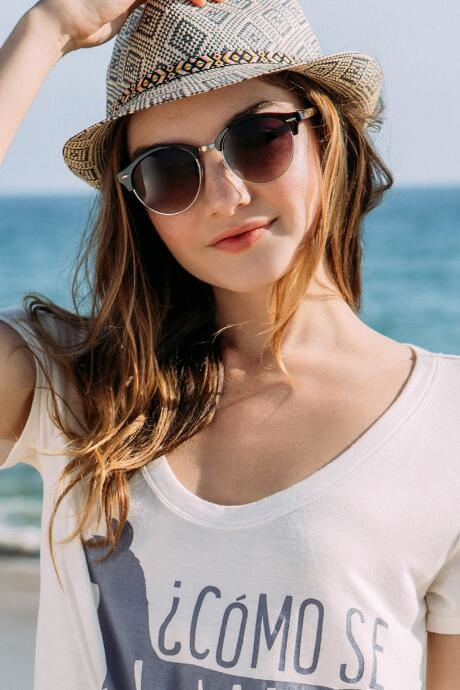 The Lark Round Sunglasses feature a classic look in black, brown or blush pink.
