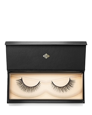 Finally, a synthetic mink lash that matches-and even surpasses-the quality of the real thing. Super-premium silk makes these fur-free falsies look even more luxurious and natural than authentic mink lashes, with a lighter, softer feel. Lush layers create a dramatic 3D effect with a beautiful lasting curl, while an exclusive cotton band makes them some of the most comfortable false lashes available. This is the perfect flirty lash! Visionary Lash Style 004 subtly increases in length flaring towar
