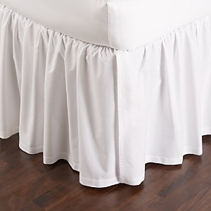 These luxurious, 610-thread count Egyptian cotton sateen pleated bedskirt by Sferra boasts a luminous sheen and a rich drape.