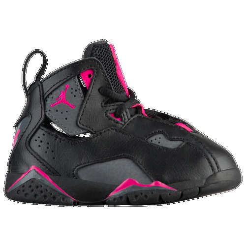 The Jordan True Flight combines the signature style of a hoops icon with the performance comfort that made his shoes famous. It features a leather and Durabuck upper for comfort and durability, a durable PU foam midsole for lightweight cushioning, and a rubber outsole for traction and durability.