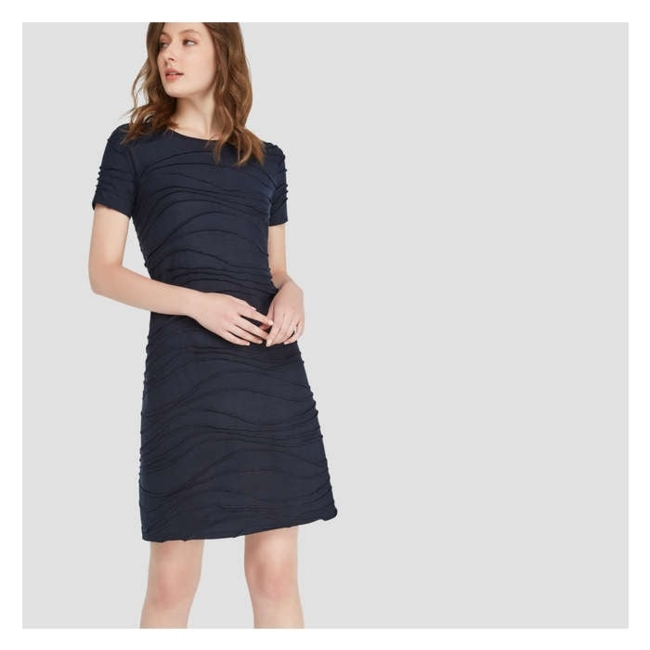 Women / Dresses / Knee-length / This wavy dress is perfect for your next backyard barbecue. Short sleeve crew neck dress / Dress length: 37 / Jacquard knit, 65% polyester/ 35% rayon / Machine wash