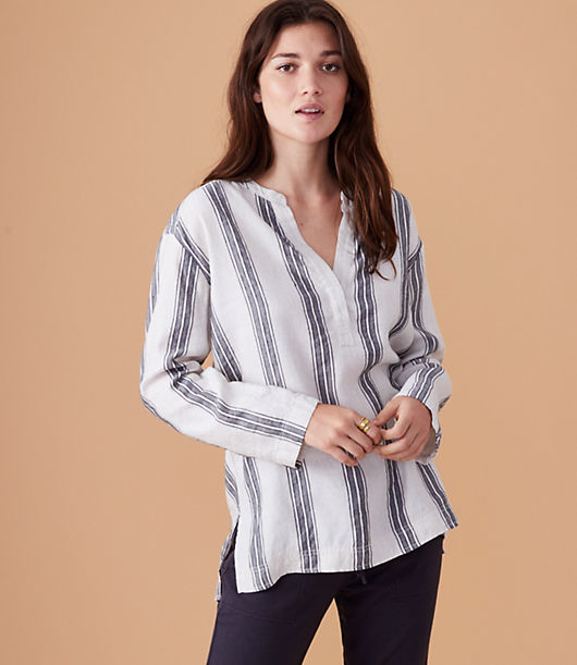 Truly essential, our designers used fabric with a soft washed handfeel to create this easygoing shirt. With endless ways to style, you can wear it all year round. Split neck. Long sleeves. Back yoke with inverted pleat beneath. Side slits. Shirttail hem.