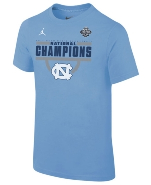 Let the celebration begin with this Nike Boys' Ncaa Champ Banner T-shirt. This tee features a full screen printed graphic of the national champs on the front. It's time to start bragging!
